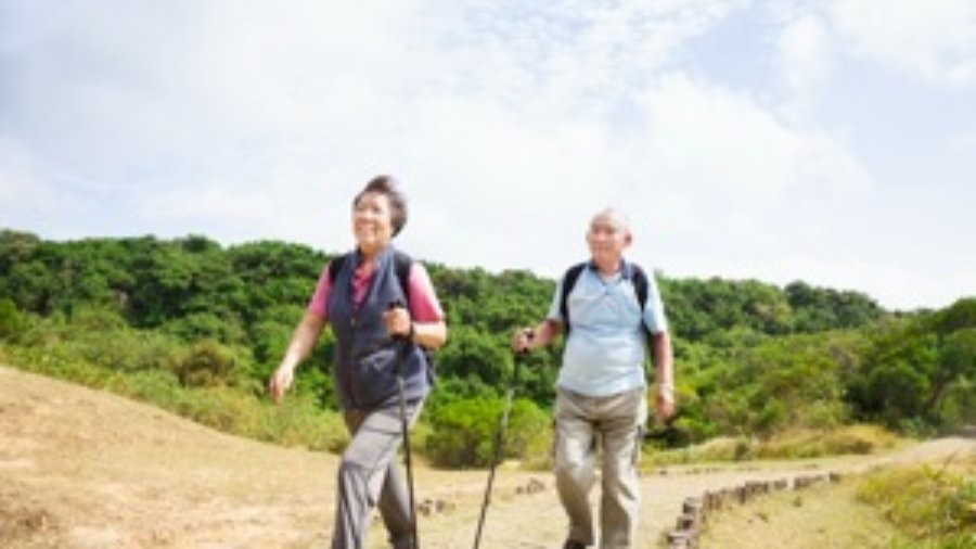 Couple Hiking - weight loss programs in charlotte