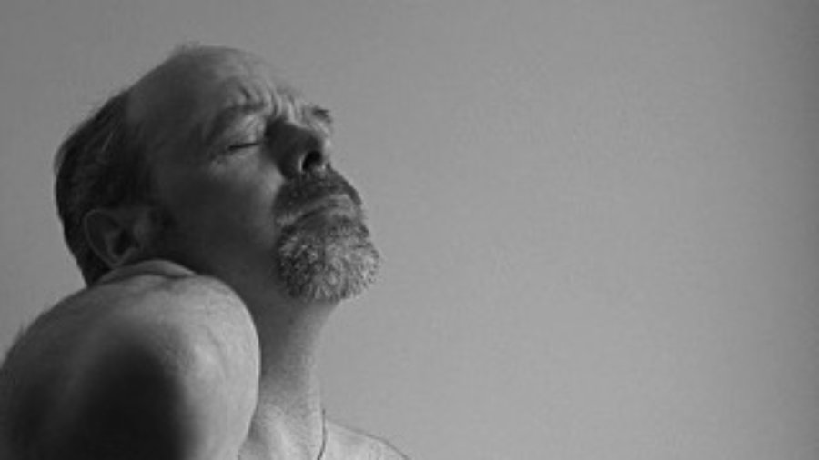 Man With Sore Neck - charlotte inflammation treatment